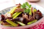 雲耳芹菜炒梅頭肉 ( Stir-fried Pork Shoulder Butt with Cloud Ear and Chinese Celery )