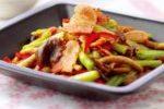 茶樹菇芹菜炒煙肉 ( Stir-fried Chinese Celery and Southern Poplar Mushrooms with Smoked Bacon )